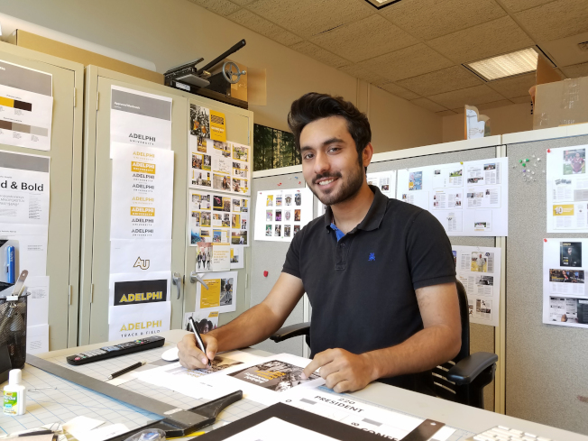 紐約阿德菲大學的巴基斯坦留學生安華擔心今年暑假回國後,可能無法再入境,因此留在美國打工。(美聯社)