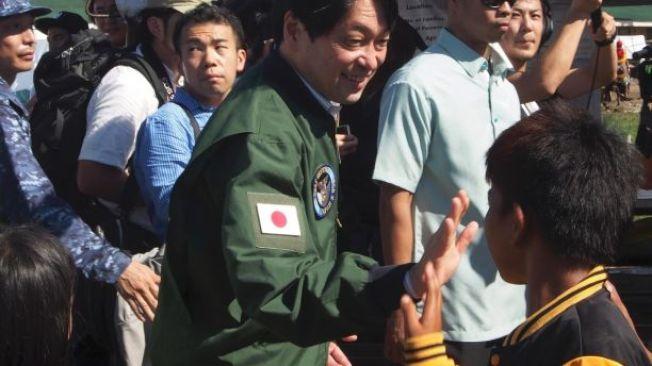 日本防衛大臣小野寺五典說,在關島核危下,日本將啟動飛彈防禦系統。這是他在2013年的檔案照。(美聯社)