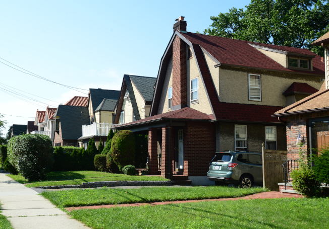 小頸公園大道與Westmoreland街附近的社區內有許多棟都鐸風格的建築。(記者許振輝/攝影)
