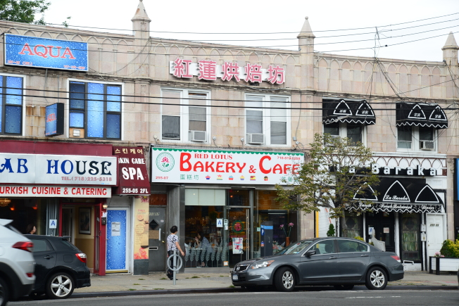 紅蓮烘焙坊在小頸北方大道開業近十年了。(記者許振輝/攝影)