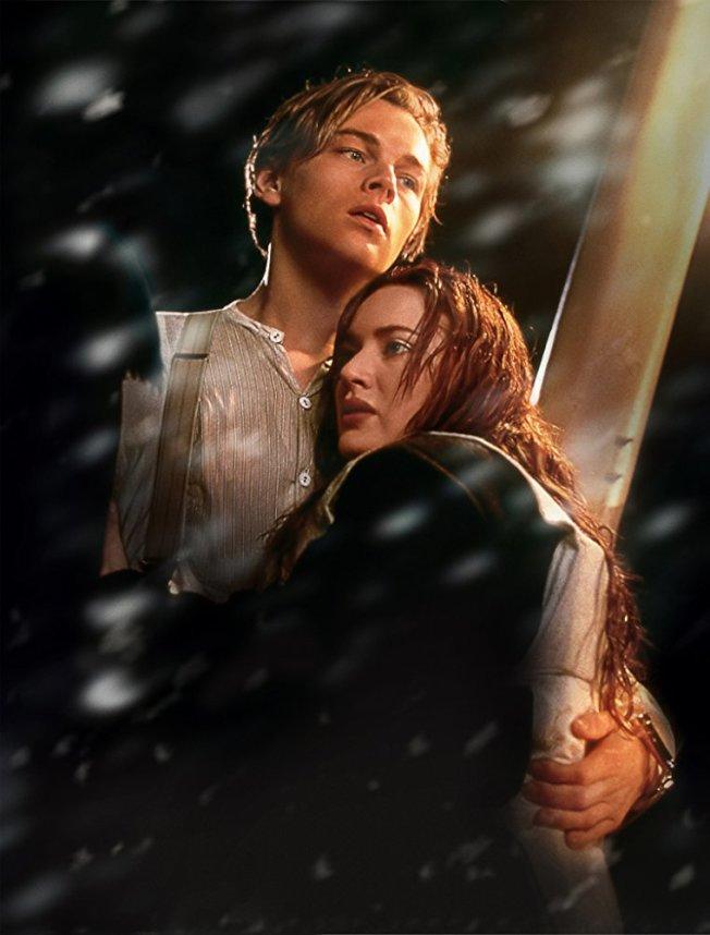 「鐵達尼號」橫掃全球票房,李奧納多狄卡皮歐與凱特溫絲蕾成為經典銀幕情侶。圖/摘自imdb