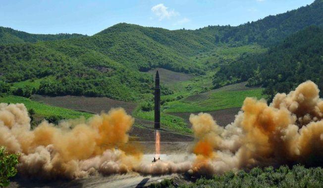 北韓於7月4日試射「火星14」洲際彈道飛彈,威脅美國意味濃厚。(美聯社)