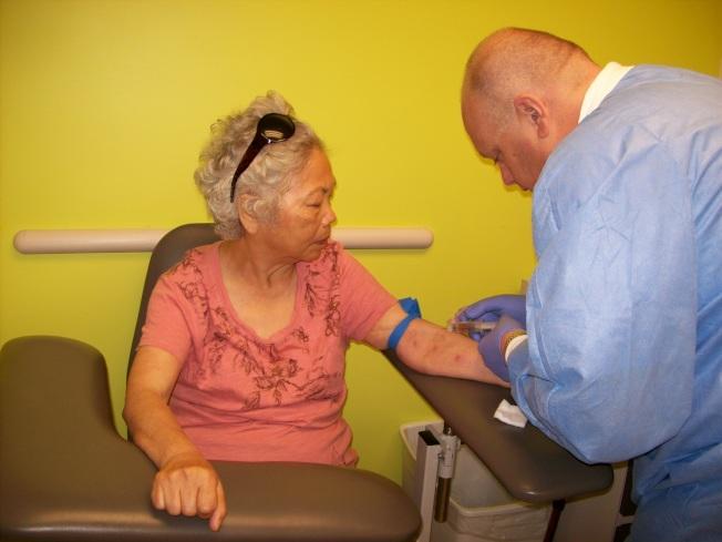 「可負擔健保法」對老人健康影響極大。(記者丁曙/攝影)