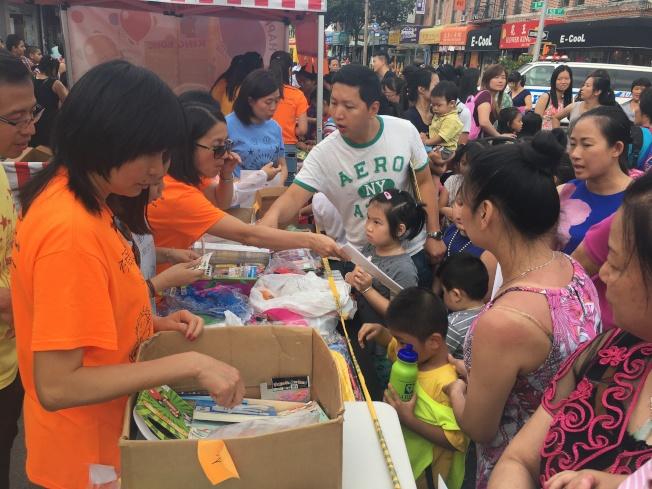 華協會舉辦「家庭同樂日」活動,吸引大批民眾參與。(記者黃伊奕/攝影)
