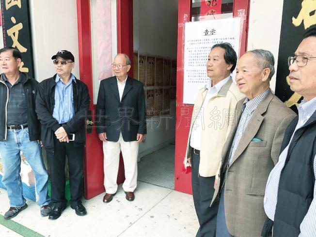 反對的僑界人士稱,吳新興未獲得多數商董通過就到訪中華總會館,違反商董決議制度。(記者李秀蘭/攝影)