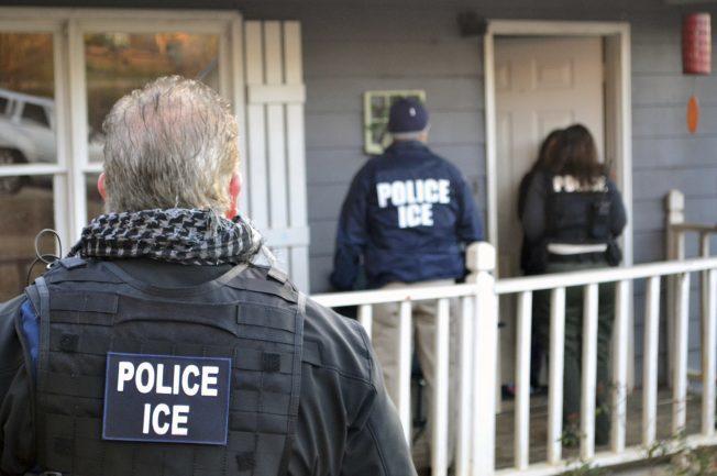 大芝加哥移民逮捕遣返今年1到6月增三成,其中60%被遣返。(美聯社)