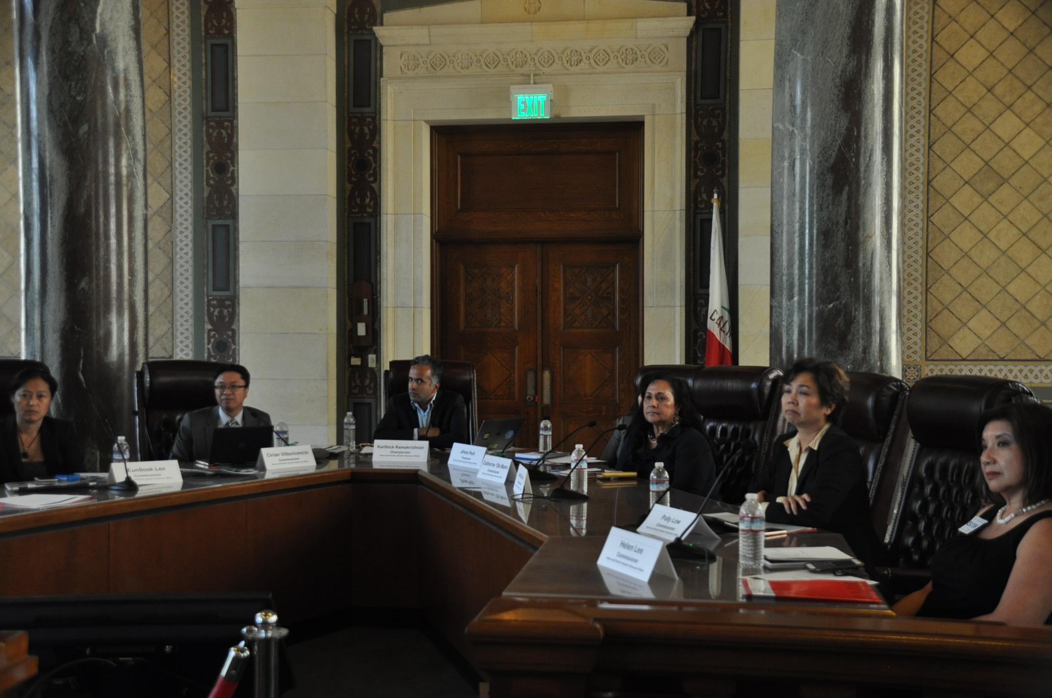有關「細分亞裔」公聽會在洛市召開,圖為主持會議的加州亞太裔委員會成員。(本報記者/攝影)