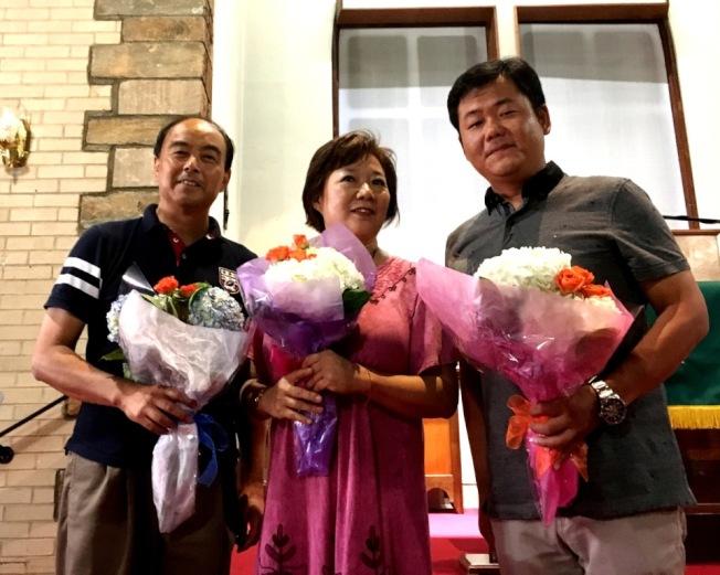 甘國農與鋼琴伴奏、男高音梁峰(右)。(記者陳小青/攝影)