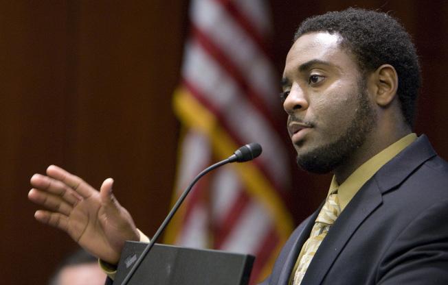 少年時代被定三項重罪的貝茨從耶魯大學法學院畢業後,又通過康州律師資格考試,準備擔任律師。(美聯社)
