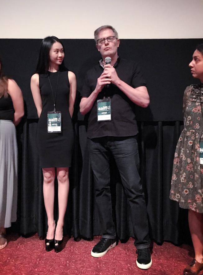 《晚安蝴蝶》獲得7月28日舉辦的紐約第40屆美國亞裔國際電影節主單元入園短片之一,林思韵(左)與著名廣告導演Scott Corbett(右)在紐約第40屆美國亞裔國際電影節受訪。(林思韵提供)
