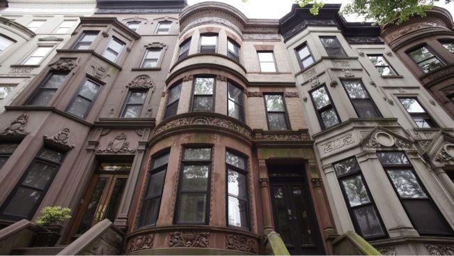 芝加哥大學兩位學者的研究認為,低技能工人承受不起都會地區的住房。(美聯社)