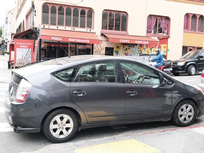 被騙的李太太記得,三騙徒使用的是一輛深灰色的汽車,可能是日本豐田車。(記者李秀蘭/攝影)