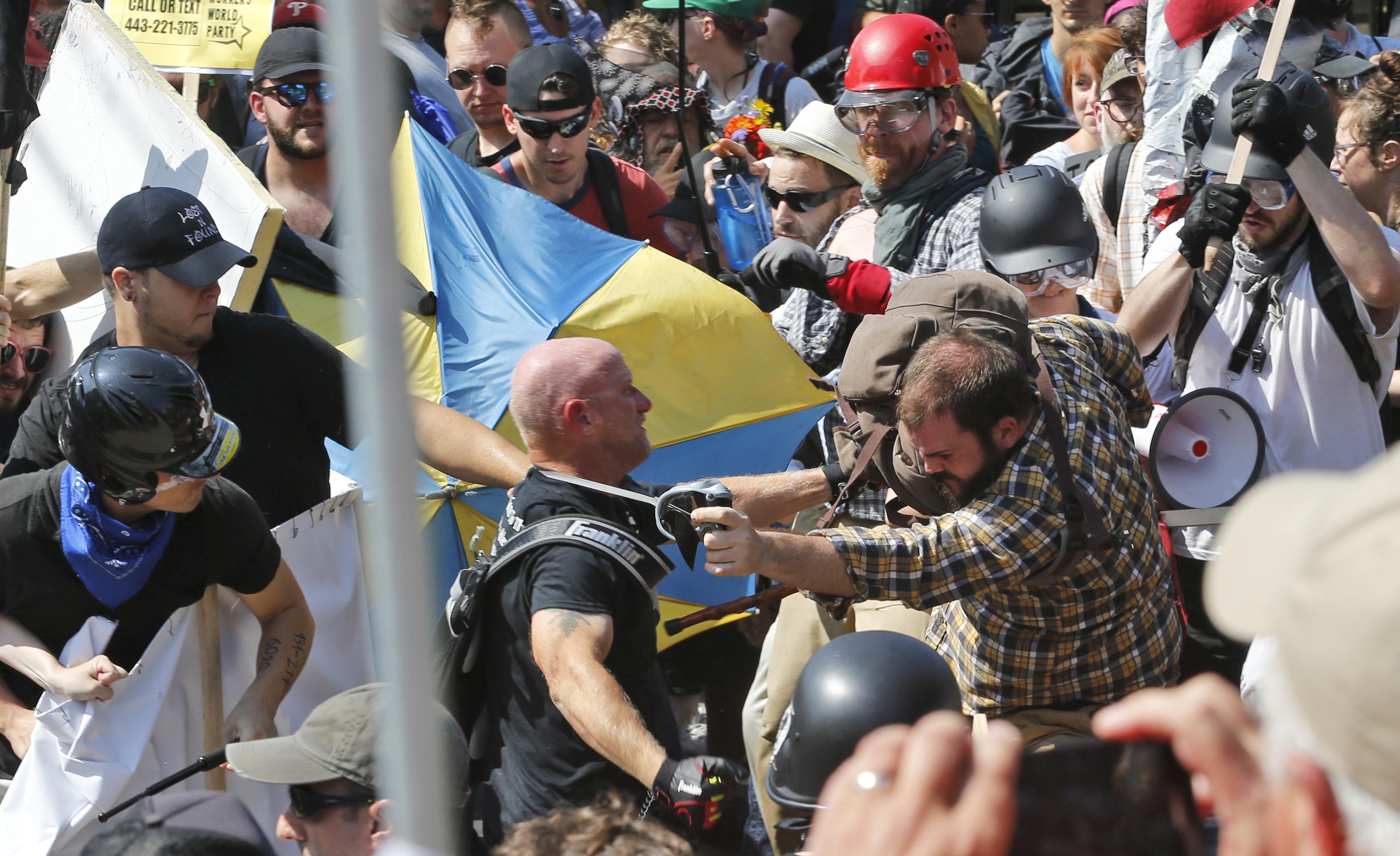 擁護白人至上主義的民眾與反對人士爆發流血衝突。(美聯社)