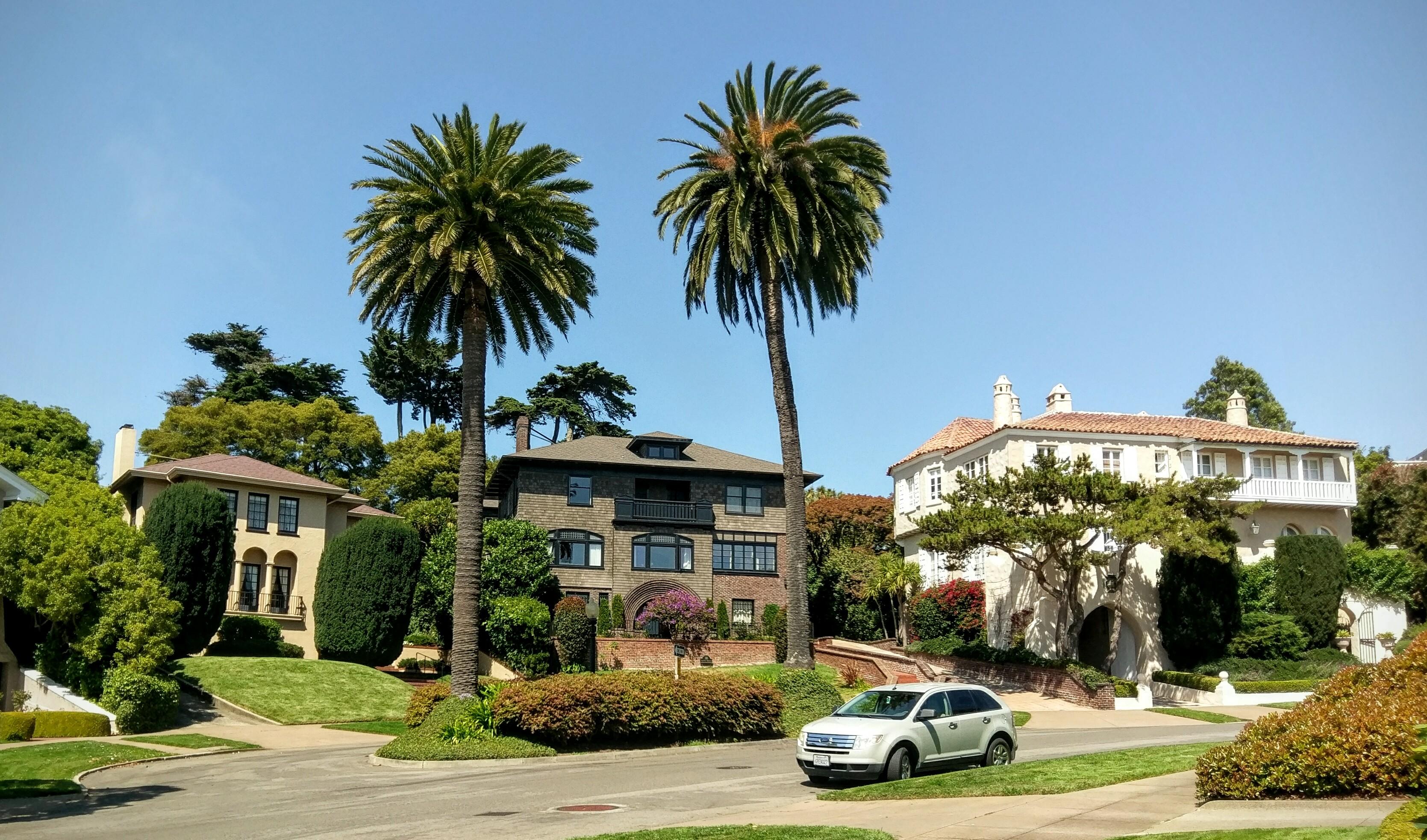 華裔夫婦買下的環形豪宅街。(取自維基百科 )