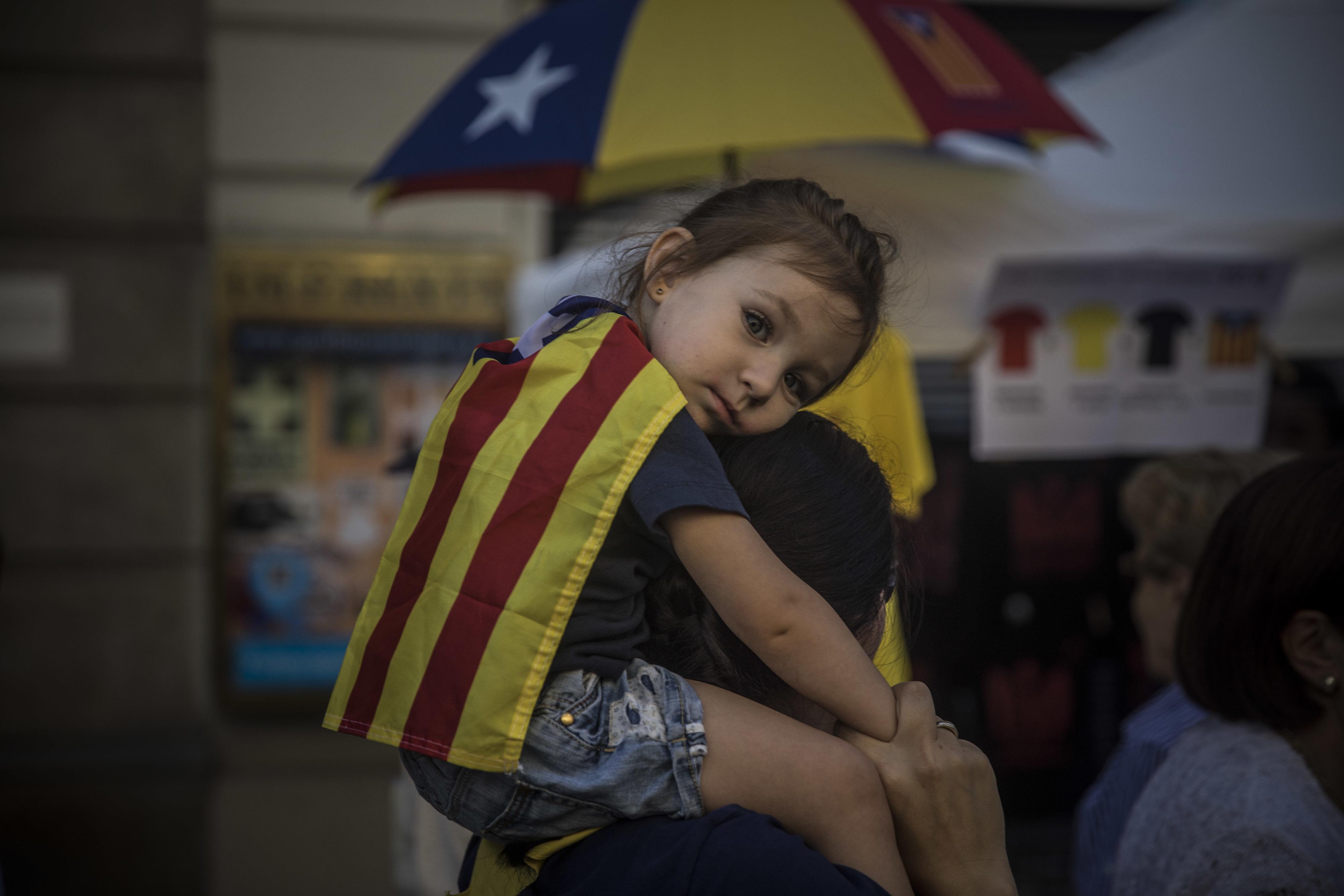 支持加泰隆尼亞自治區獨立的民眾,16日在西班牙北部的Bilbao遊行。(美聯社)