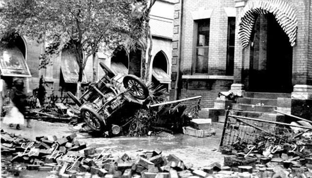 豪雨過後的德州小鎮街道。(網路圖片)