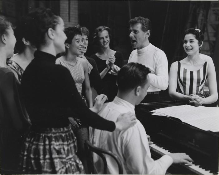1957年,西城故事劇組演員正在排練。(國會圖書館)