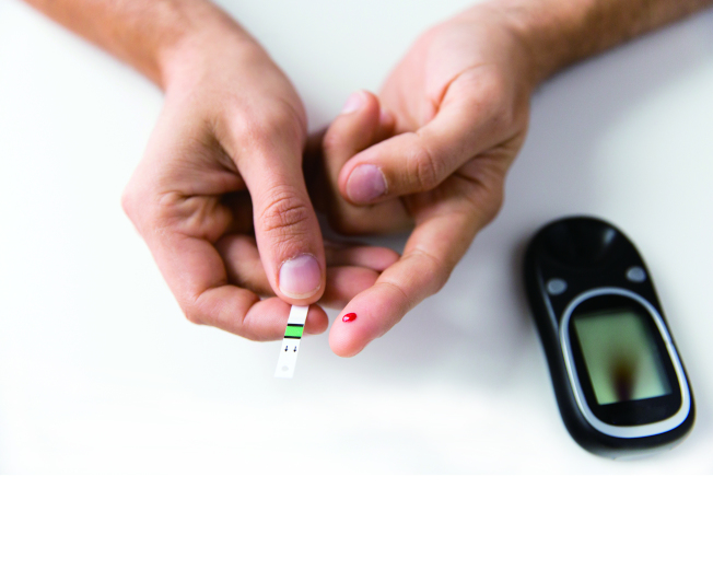 糖尿病高危險群,必須要定期量測血糖,防堵糖尿病發生。(本報資料照片)