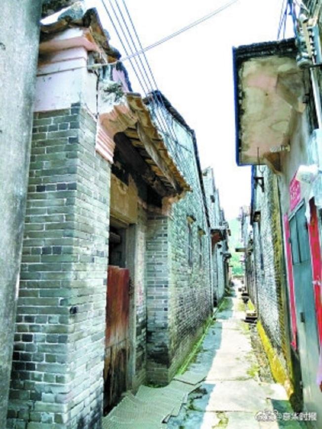 黃俊傑正是從圖中的「陋室」中走出來的。(取材自廣州日報)