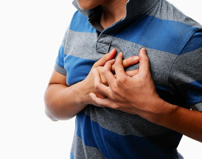 胸痛可能另有原因。(本報資料照片)