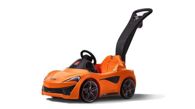 McLaren聯合玩具業者推出首部570S Push Sports Car兒童學步推車。(摘自Motor1.com)