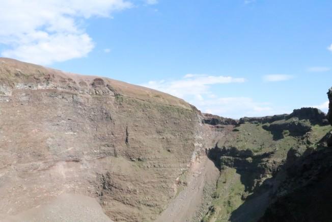在維蘇威火山頂上不能看到底只可拍到丁點。