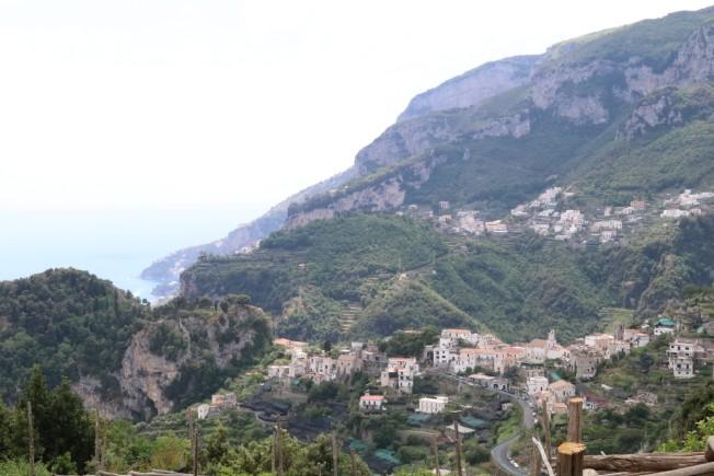 拉維羅鎮是個標誌性懸崖花園城鎮。