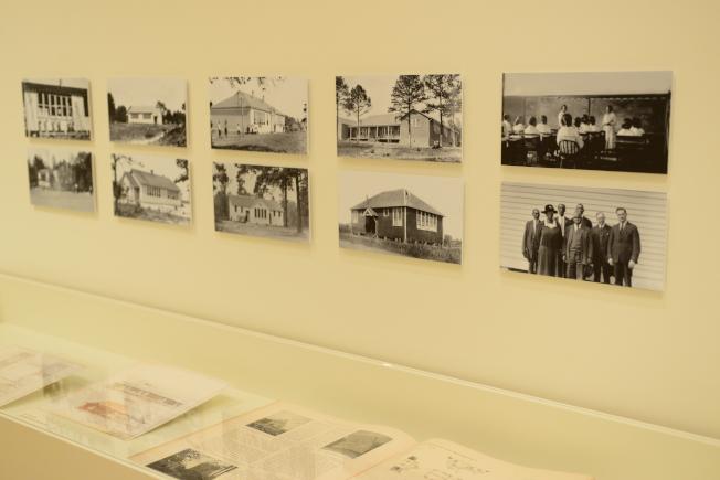 羅森沃德學校的相關檔案照。(記者許振輝/攝影)