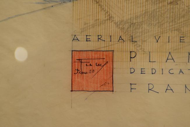 萊特的簽名及紅色標記。(記者許振輝/攝影)