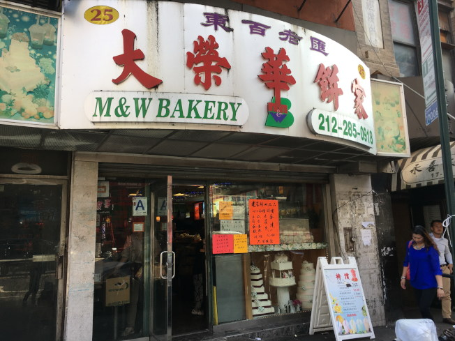 華女在餅屋消費時,錢包被偷。(記者李碩/攝影)