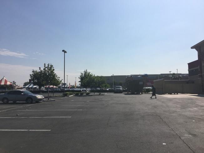 工業市命案的受害女子為附近餐廳員工,下班後在停車場遭槍殺。(記者王全秀子/攝影)