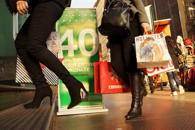 專家提醒,太愛購物可能有衝動消費綜合症。(Getty Images)