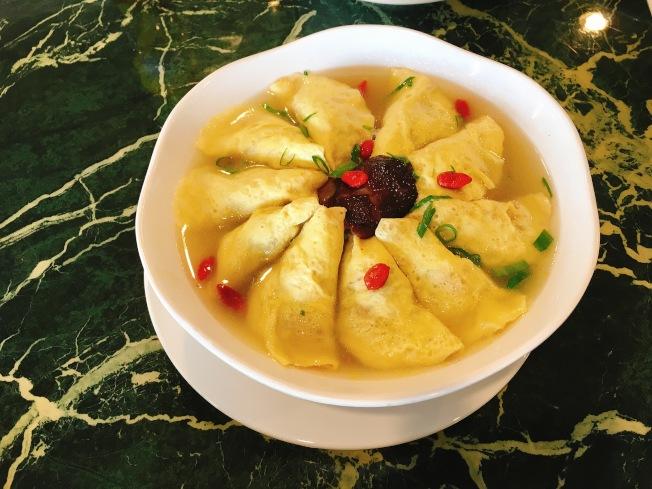 外婆燉蛋餃($12.95元)是店內受歡迎的淮揚菜之一。(記者莊婷/攝影)