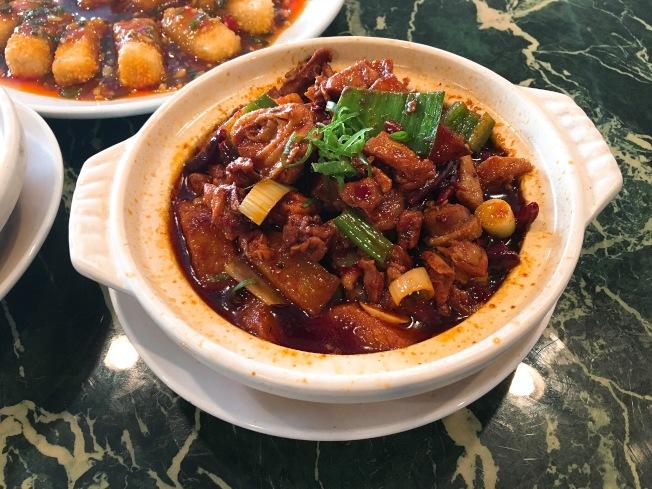 招牌菜重慶燒雞公($11.95元)光是香味,就足以讓人食指大動,迫不及待品嚐。(記者莊婷/攝影)