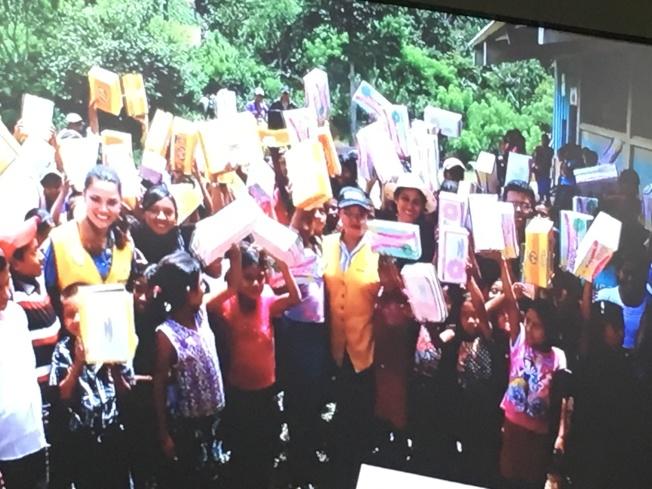 125位瓜地馬拉貧窮孩子開心收到皮製鞋子。(幫幫忙基金會提供)