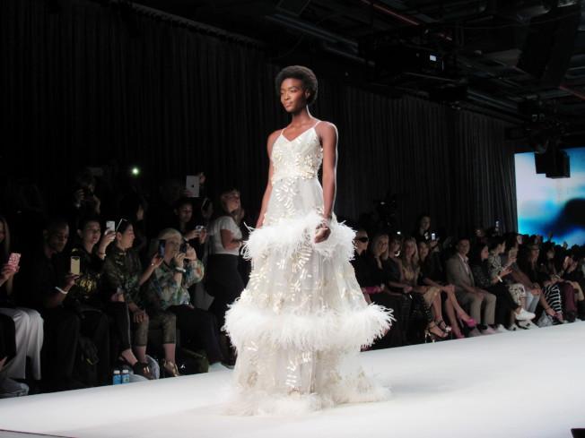馬蘭布萊頓7日在曼哈頓86號碼頭無畏號航空母艦博物館發表2018春夏時裝系列。(記者顏嘉瑩/攝影)
