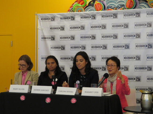 曼哈頓第一、二選區市議員參選人鼓勵女性投票、參政,右起:陳倩雯、利華娜、Jasmin Sanchez、Mary Silver。(記者陳小寧/攝影)
