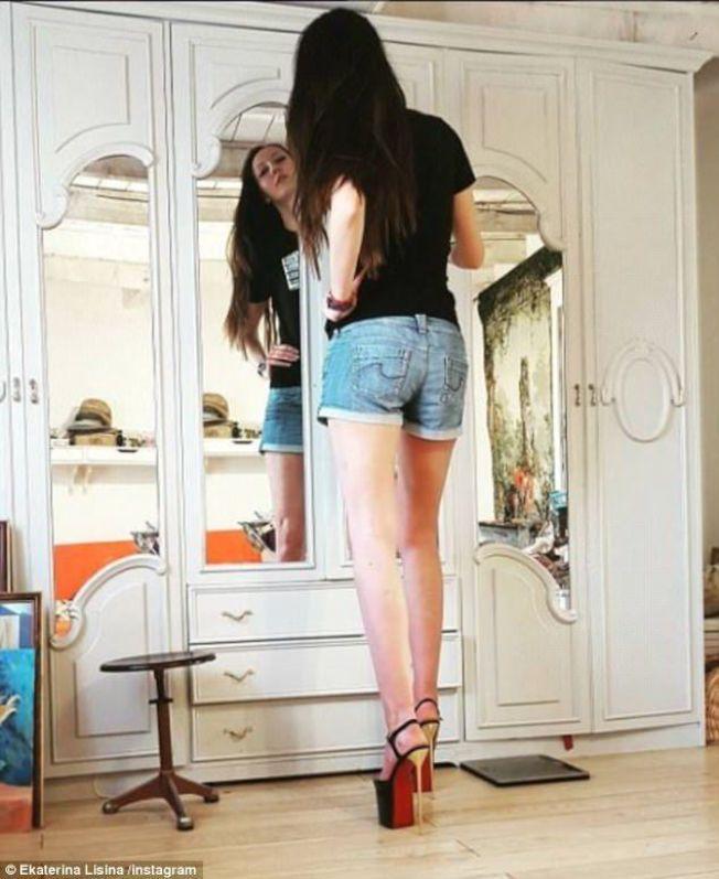 艾卡塔琳娜莉西納的傲人長腿,令人難以忘懷。圖/摘自Instagram