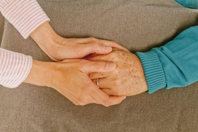 失智症是老年人最常見的疾病,醫師建議多閱讀、運動保健身體,有助延緩退化。(本報資料照片)