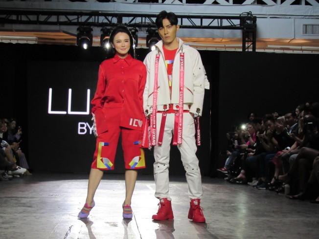 當天的走秀請來冉瑩穎(左)和唐禹哲(右)擔任嘉賓。(記者顏嘉瑩/攝影)