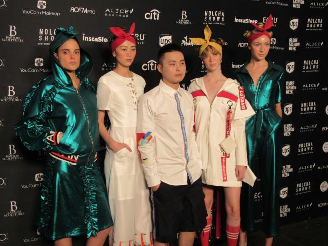 來自四川的時裝設計師楊露(左三)連續兩年登上紐約時裝周舞台。(記者顏嘉瑩/攝影)