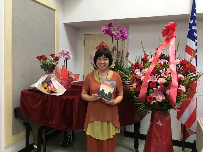 鄭啟恭於9日在紐約華僑文教中心舉辦新書發表會。(記者李碩/攝影)