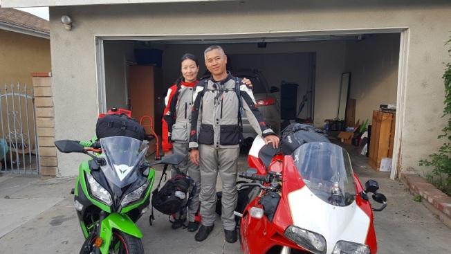 范子毅(右)和女友Disi(左)騎機車去阿拉斯加。(范子毅提供)