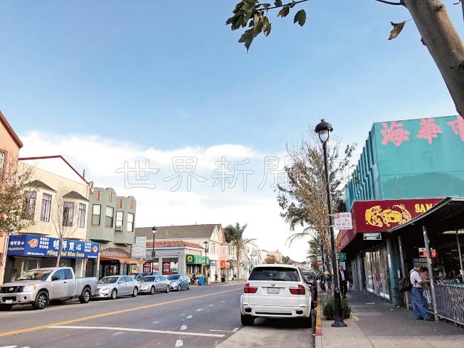 華人聚居的肖化區商圈聖布魯諾大道,徒步巡邏警員將由一人加至二人。(記者李秀蘭/攝影)
