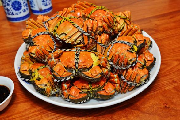 又到了吃大閘蟹的季節。(取材自鳳凰網)