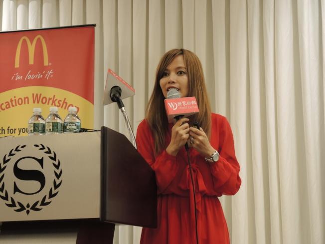 許雅寧分享她作為名校教授、高中教師及家長的綜合經驗。(記者朱蕾/攝影)