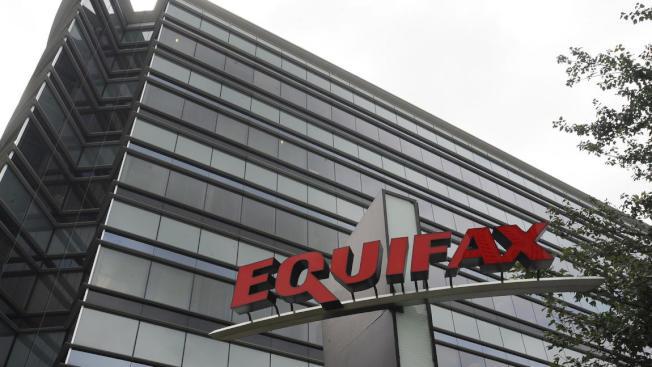 總部設於亞特蘭大的Equifax信用監測公司被駭。(AP)