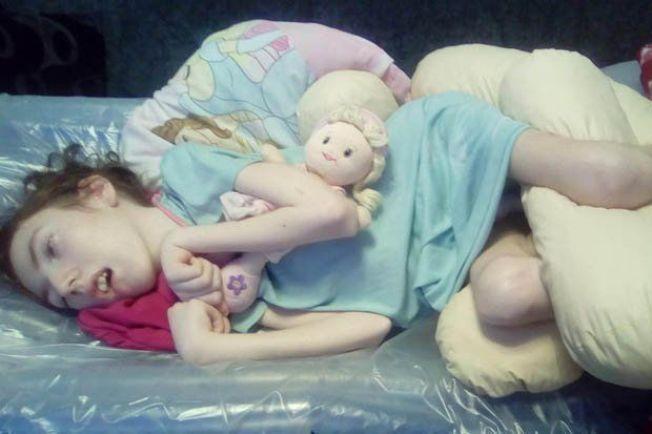 發病後美樂蒂生活幾乎不能自理。圖片來源/每日星報