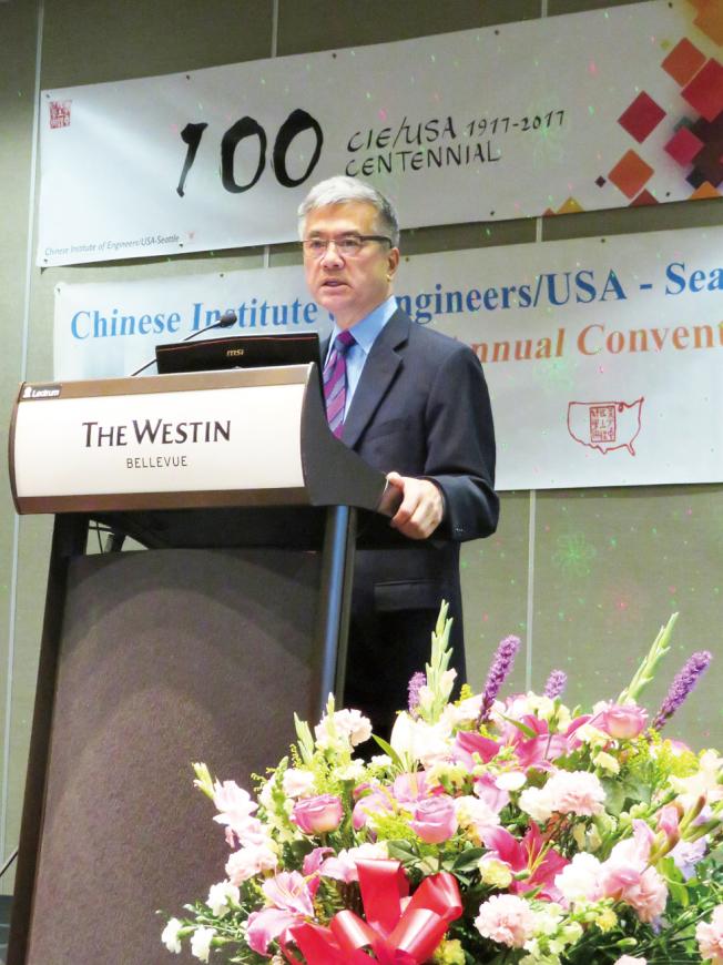 駱家輝獲邀致詞,肯定華裔工程師對美國社會的貢獻。(記者王又春/攝影)