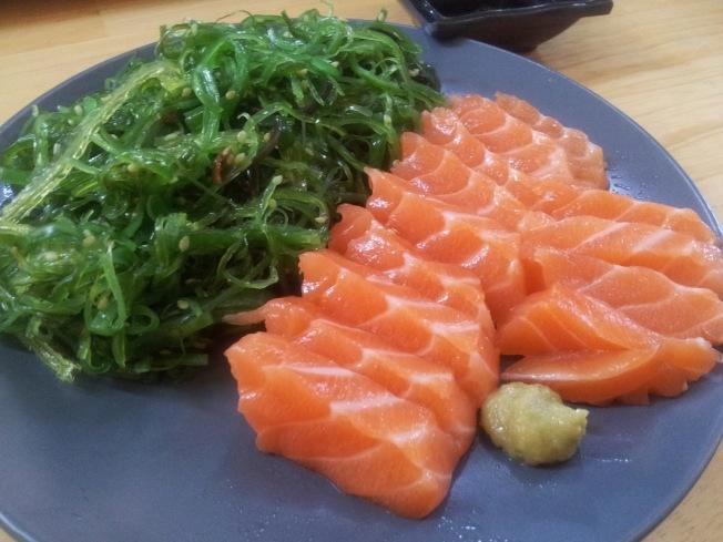 有助延長壽命的食物,包括海藻和魚肉。(網路圖片)